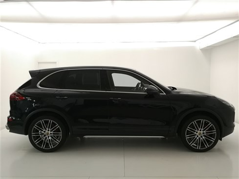 81493-Cayenne Turbo MY15-Jet Black Metallic